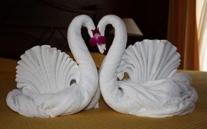 Лебединая пара из полотенец