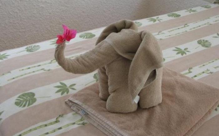 Слонёнок из полотенца
