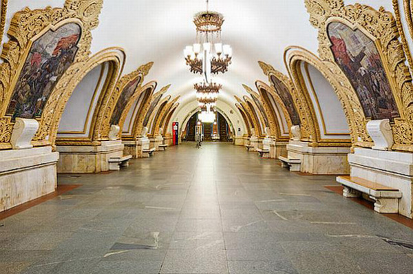 Киевская-кольцевая станция метро (Москва, Россия)