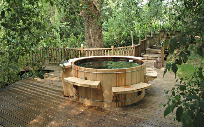 Ванна из кедрового дерева