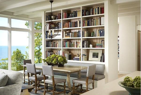 Книги в белом шкафу