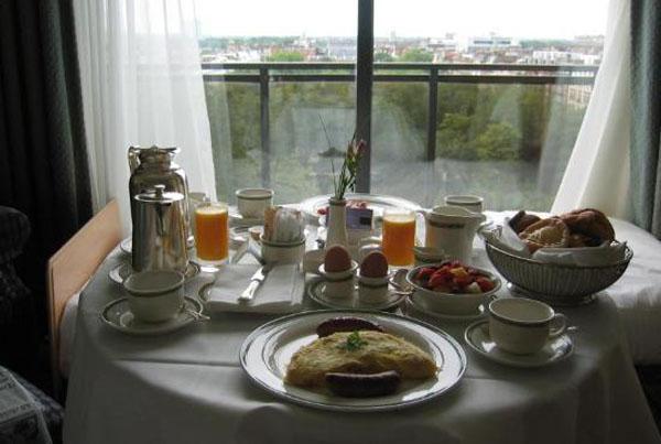 Завтрак в Jumeirah Carlton Hotel
