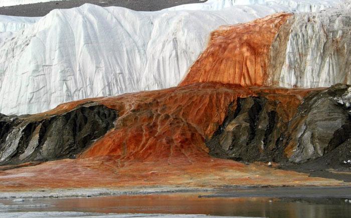 Кровавый водопад (Антарктика)