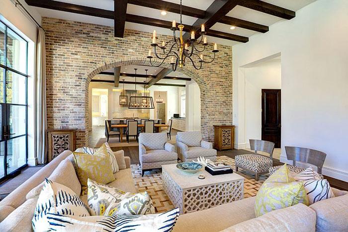 Интерьер гостиной от Phillip Jennings Custom Homes