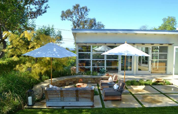 Патио от Jeffrey Gordon Smith Landscape Architecture