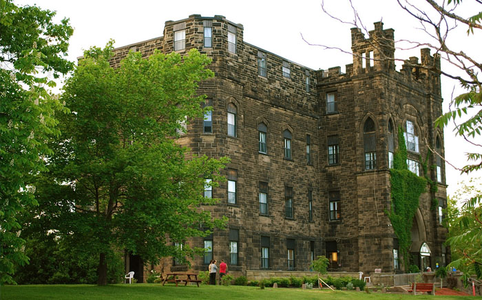 Замок на продажу в Канаде