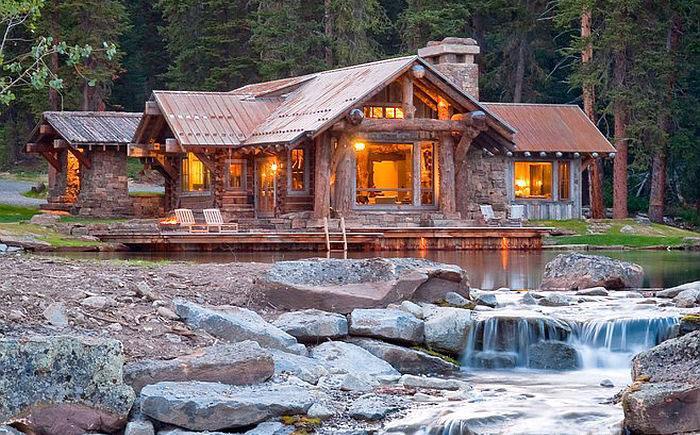 Идиллия у лесного озера: каким должен быть деревенский дом