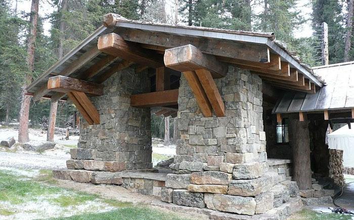 Каменный вход в дом