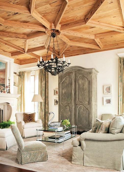 Деревянный потолок с узором «снежинка»