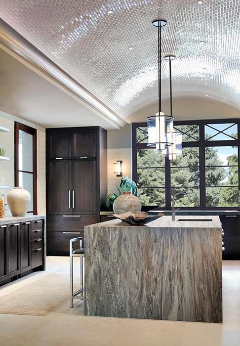 Плиточный потолок вдохновляет на романтику