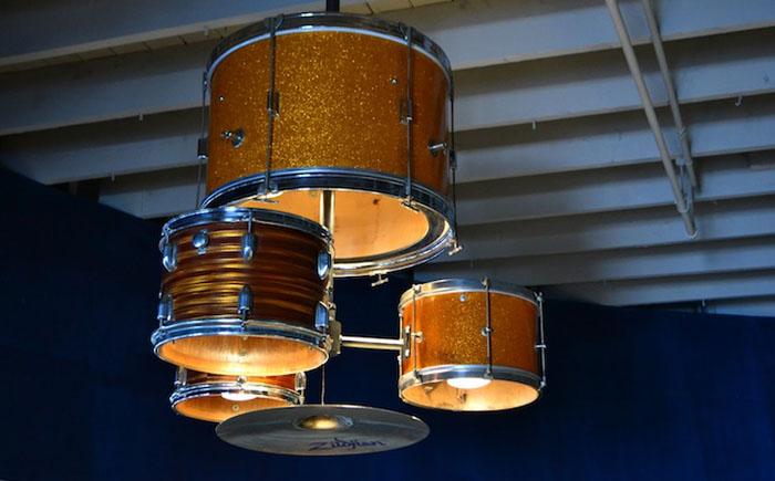 Люстра из барабанов