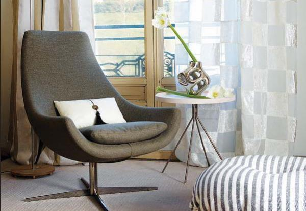 Современное удобное кресло