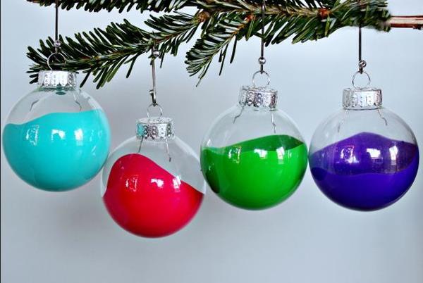 Разноцветные новогодние украшения для ёлки
