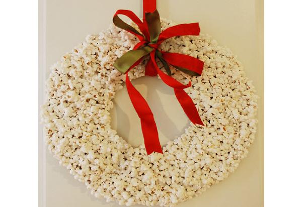 Рождественский венок из попкорна