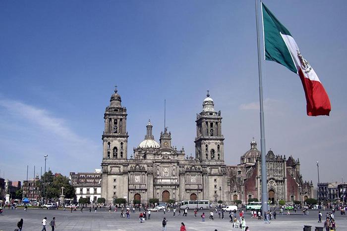 Площадь Конституции, Мехико