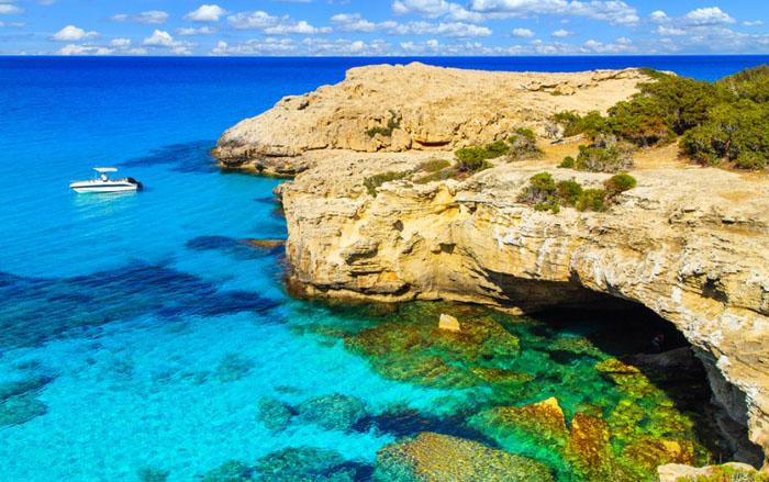 Лагуна у берегов Кипра