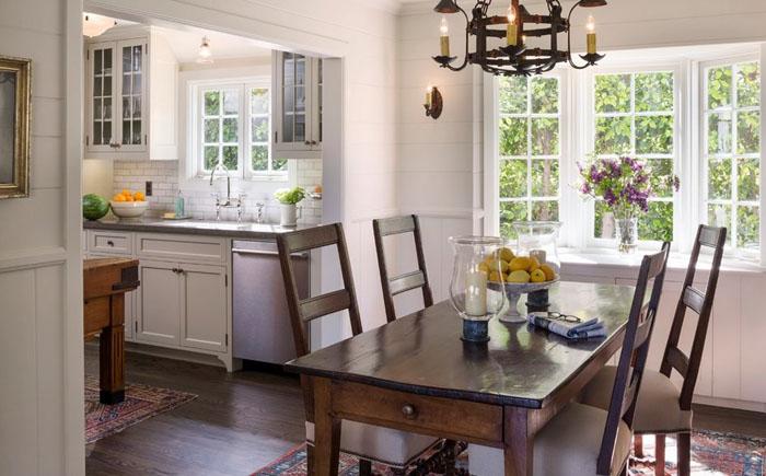 Зона столовой и кухни