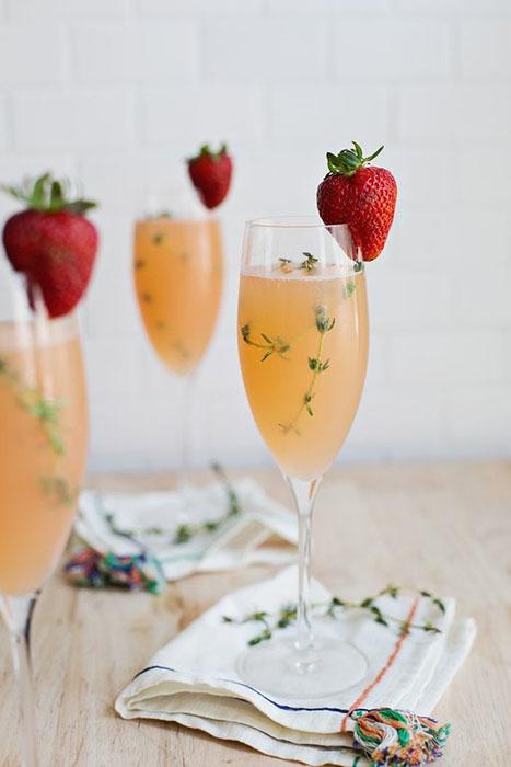 Коктейль Мимоза из клубники и грейпфрута