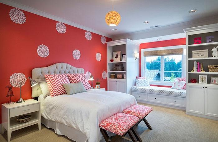 Спальня в коралловом цвете
