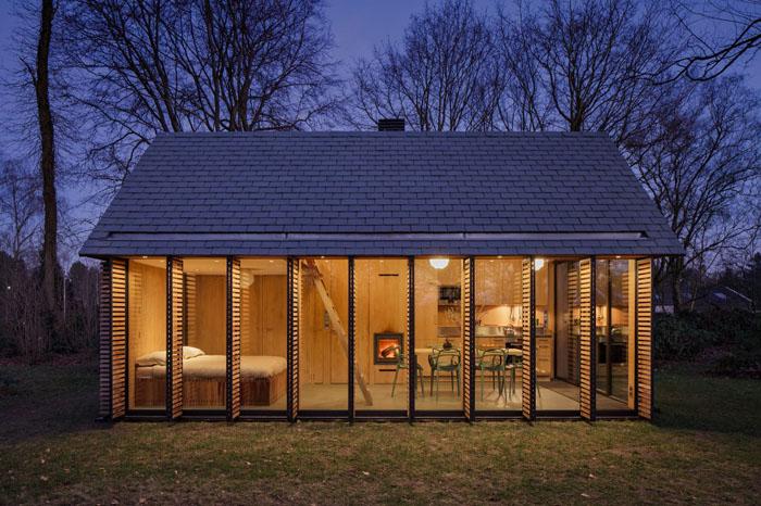 Компактный домик для отдыха с меняющимся интерьером