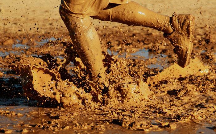 Футбольный матч в грязи
