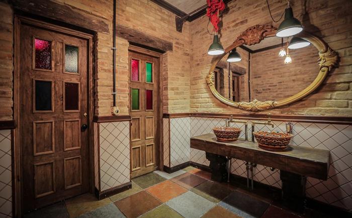 Туалетная комната естоанного комплекса