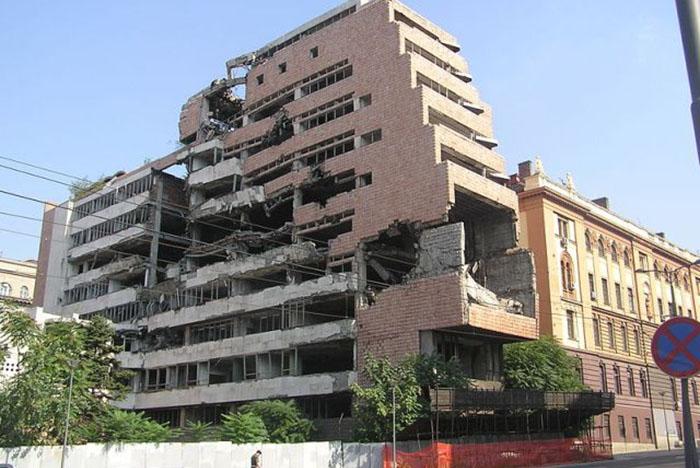 Руины штаб-квартиры Югославской армии (Сербия)