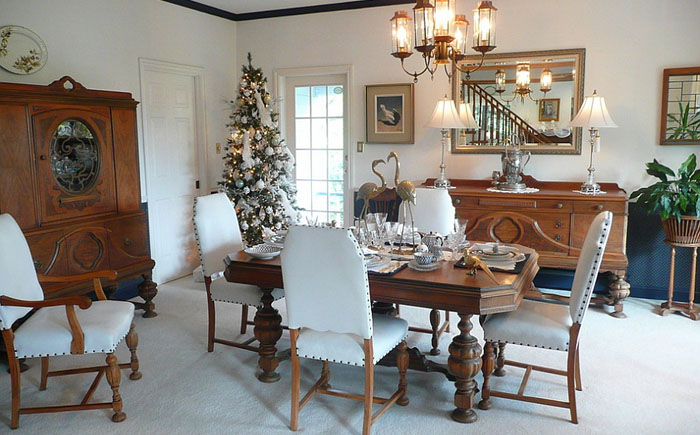 Праздничная столовая в белых тонах