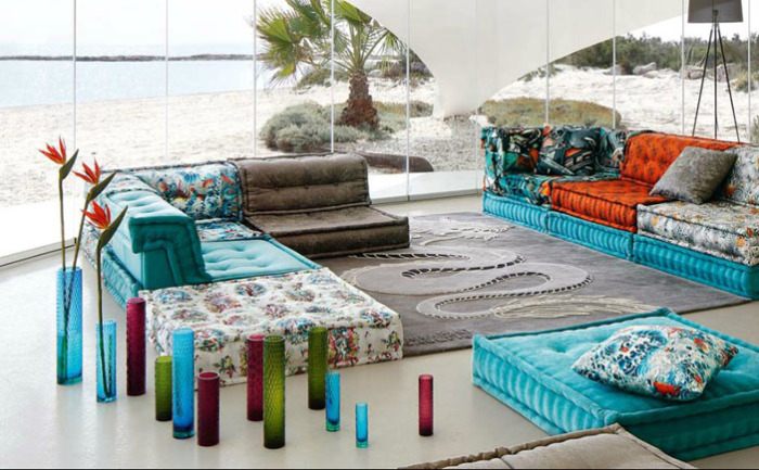 Потрясающие декоративные диваны для гостиной