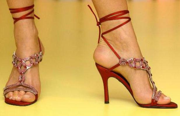 Рубиновые босоножки от Стюарта Вайцмана