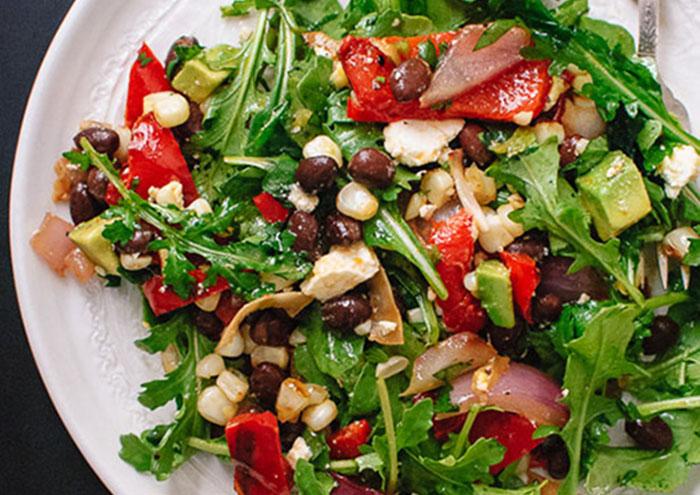 Салат из обжаренных на гриле овощей