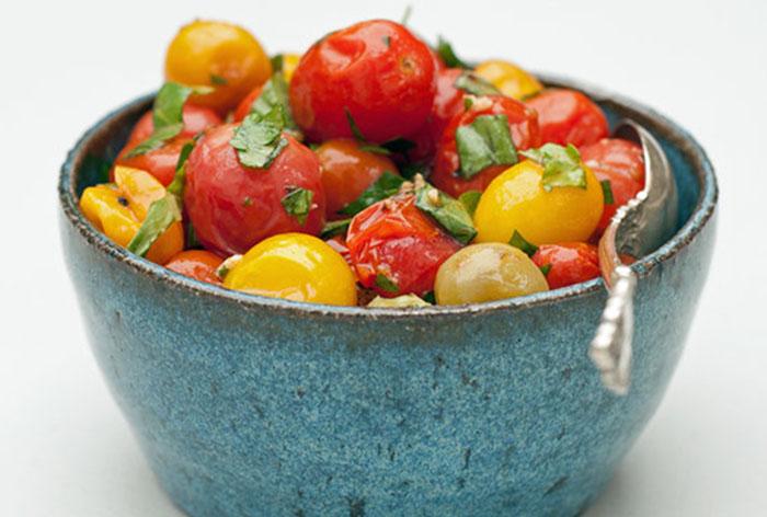 Запеченные томаты с зеленью