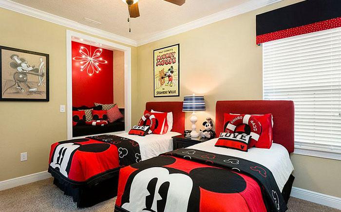 Современная детская спальня с мотивами про Микки мауса