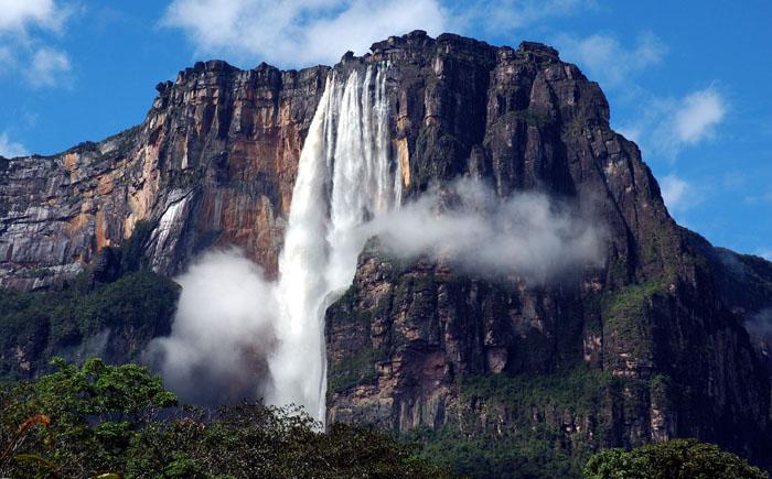 Водопад Анхель в национальном парке Канайма, Венесуэла