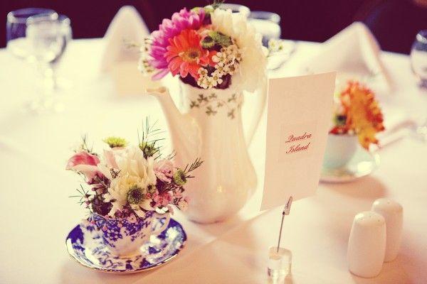 Цветы в чайном сервизе