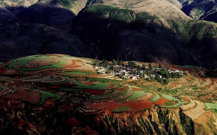 Деревня среди полей