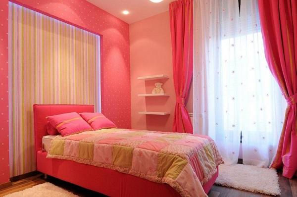 Pink wallpaper bedroom