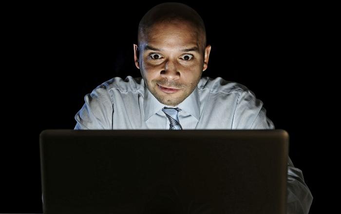 В среднем одинокие мужчины смотрят порно 40 минут в неделю