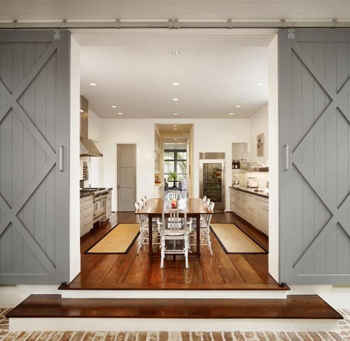 Амбарные двери в кухню