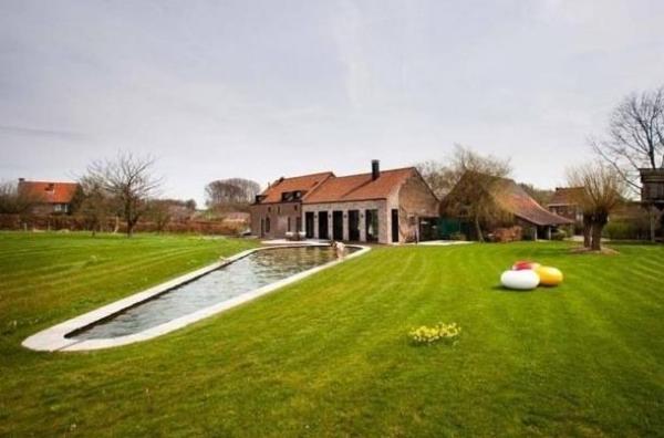 Симбиоз старого и нового: красивый реконструированный дом в бельгийской деревне