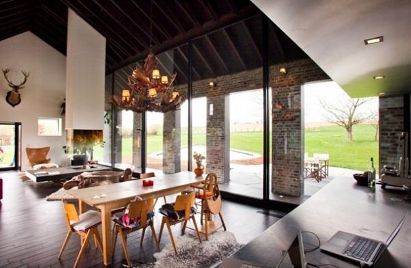 Столовая на едином с кухней пространством
