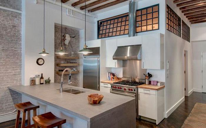 Интерьер кухни с металлическими элементами