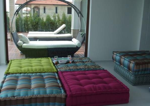 http://www.novate.ru/files/u31123/Floor-pillows-and-cushions-7.jpg
