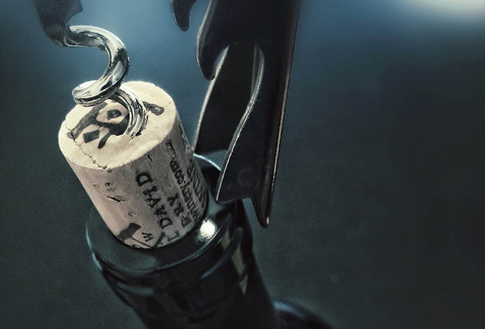 Как с легкостью повторно откупорить бутылку вина