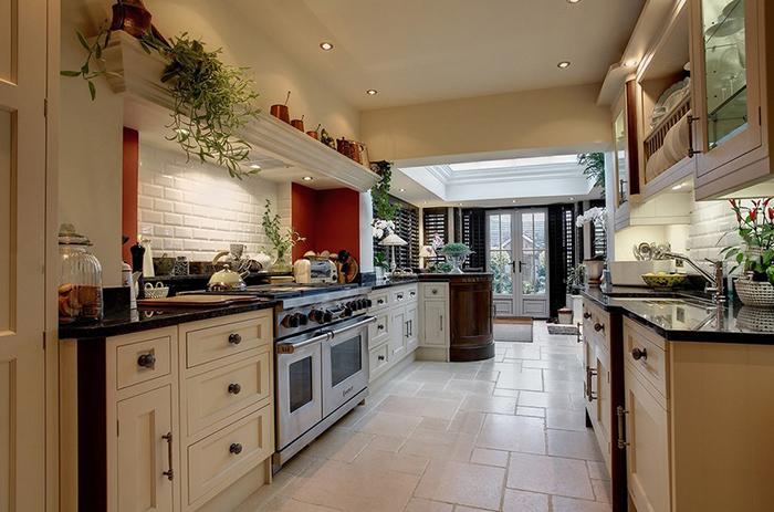 Интерьер кухни от Stonehouse Furniture