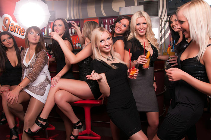 Компания девчонок в клубах фото 510-191