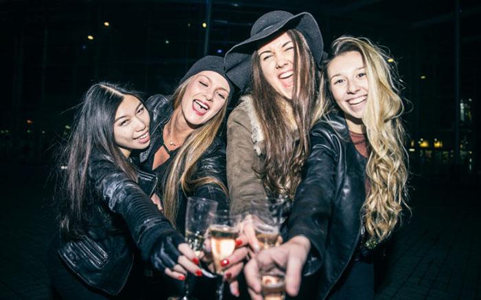Бухие девки в закрытых клубах