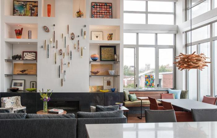 Интерьер гостиной в эклектичном стиле от Patrick Brian Jones PLLC