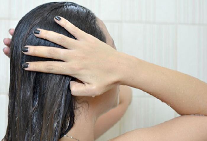 Полоскание холодной водой добавит блеска волосам
