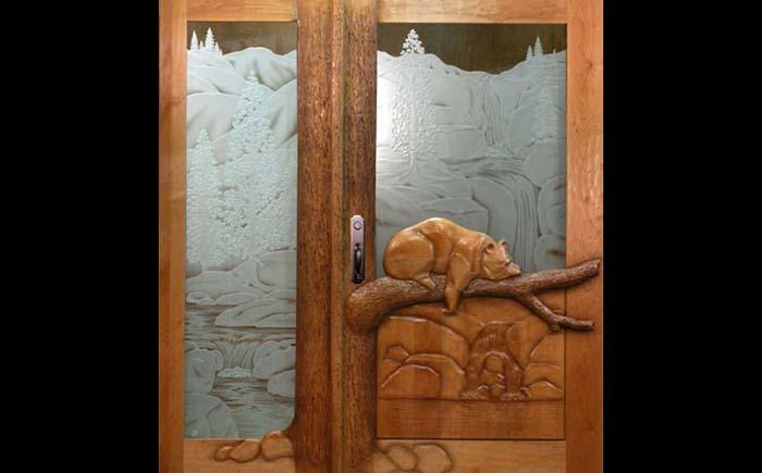 резные входные двери из дерева